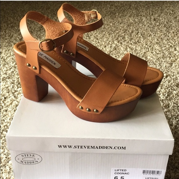 "7382ee73da6 REPOSH - Steve Madden ""lifted"" sandals NWT"